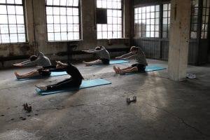 Spine stretch forward klassische Pilates Übung mit Gina Mathis Pilates Studio München